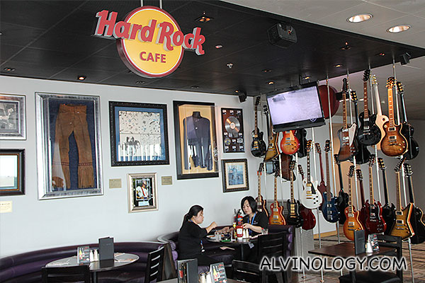 Hard Rock Cafe @ Changi Airport Terminal 3