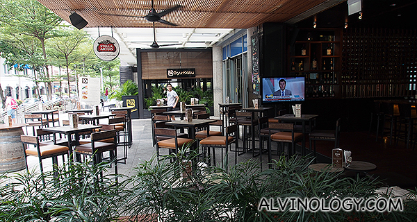 District 10 Bar & Restaurant @ UE Square - Alvinology