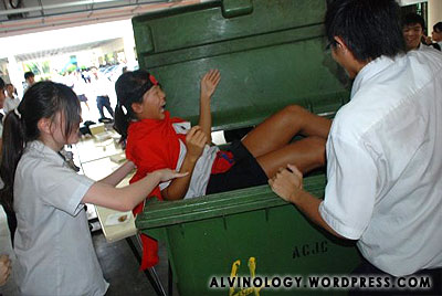 Another ACJC ragging incident - this time, the girl gets dumped into a waste bin and wheeled around - Alvinology