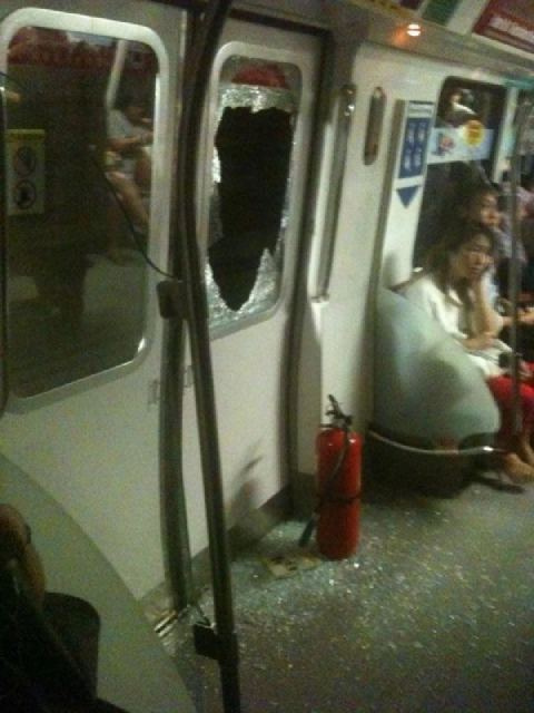 SMRT FAIL: Commuters forced to break window for ventilation after train broke down underground - Alvinology