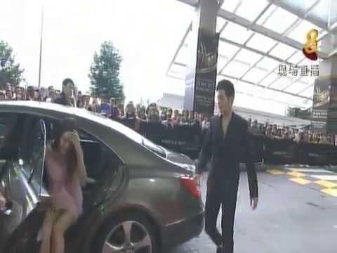 "Did Linda Chung (钟嘉欣) ""run light (走光)"" at Star Award (红星大奖) 2013?  - Alvinology"