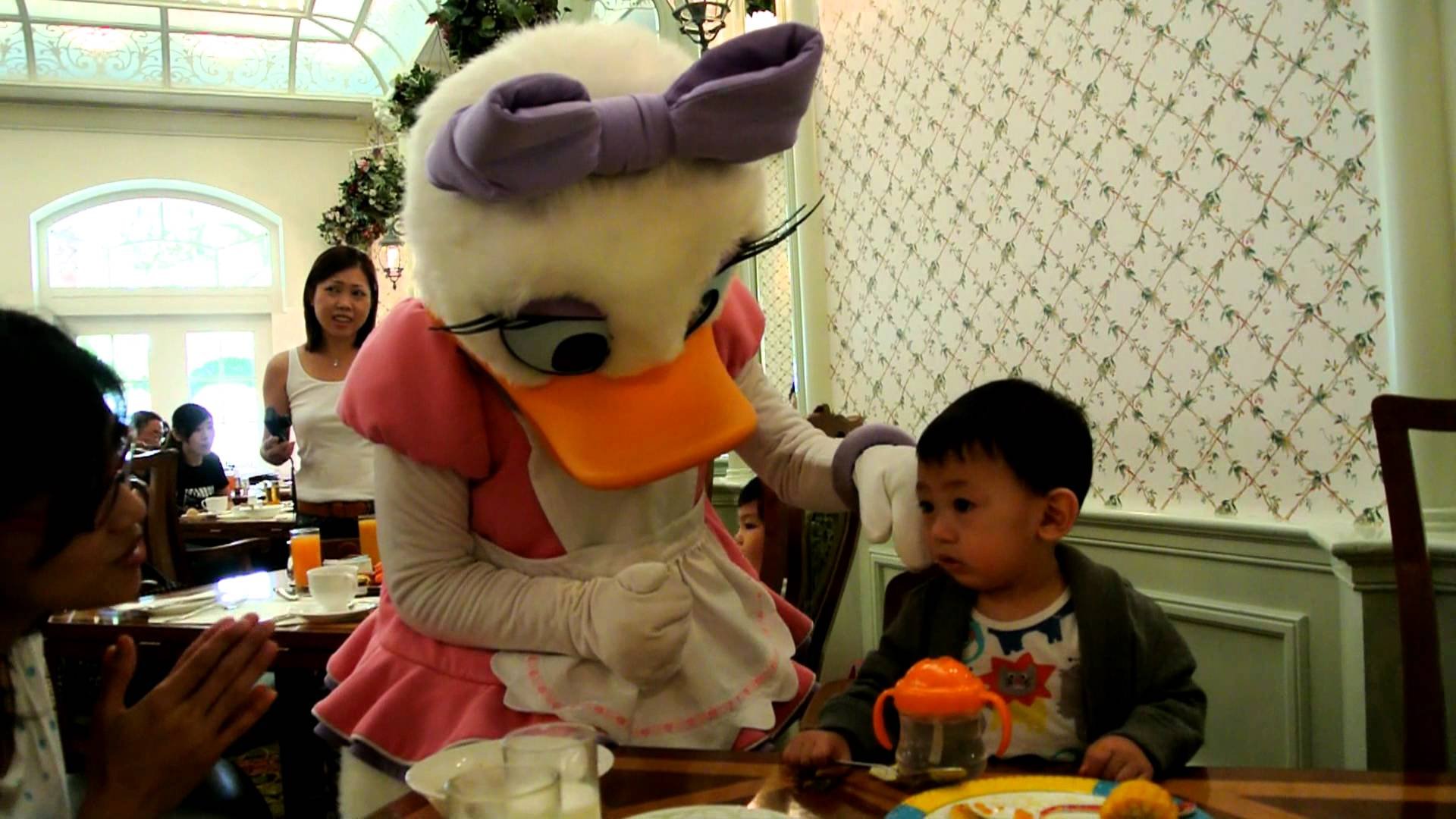 Family Fun at Hong Kong Disneyland – Day 2 Morning