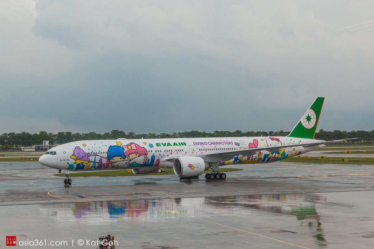 Hello Kitty Jet Arrives at Changi Airport