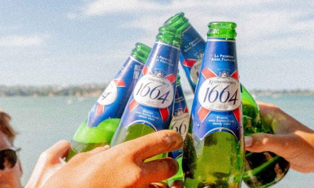 Purchase two packs of 1664 Blanc and two 1664 Blanc pints to win a luxurious 1664 private yacht experience