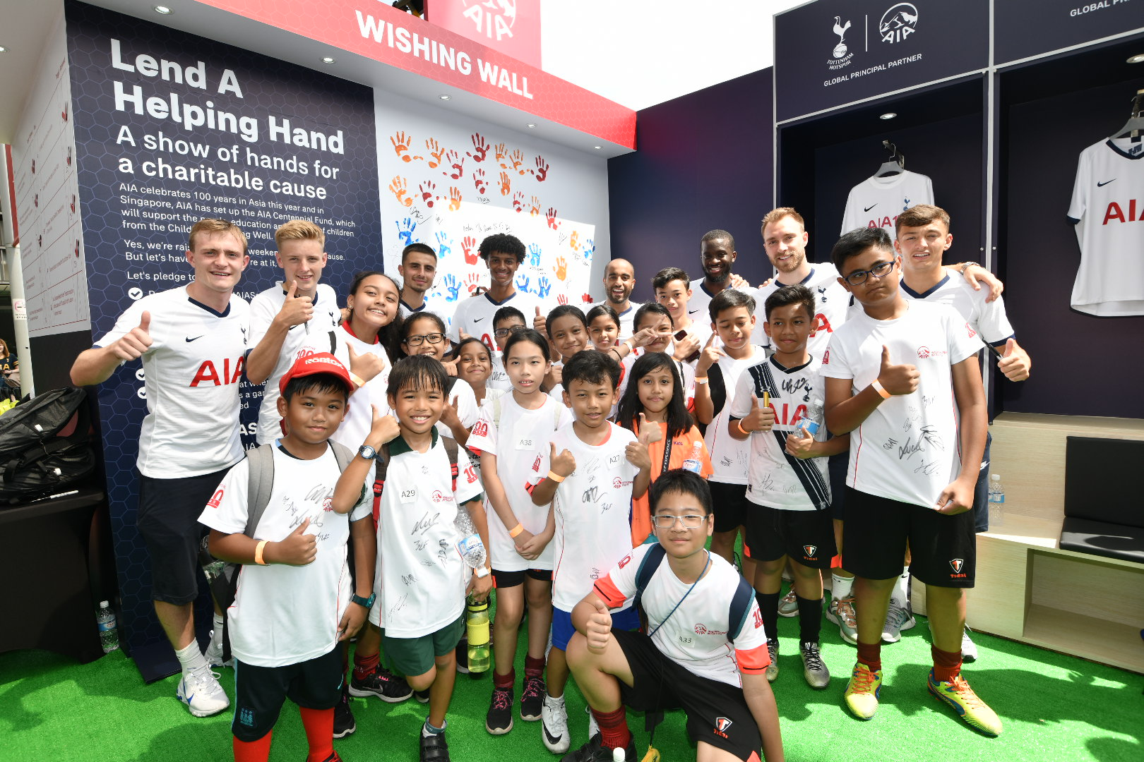Tottenham Hotspur and 100-strong AIA Squad sets Singapore record for fastest football passes during the 2019 ICC Presented by AIA weekend - Alvinology