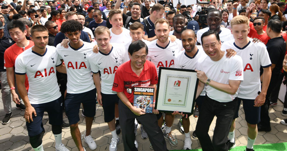 Tottenham Hotspur and 100-strong AIA Squad sets Singapore record for fastest football passes during the 2019 ICC Presented by AIA weekend