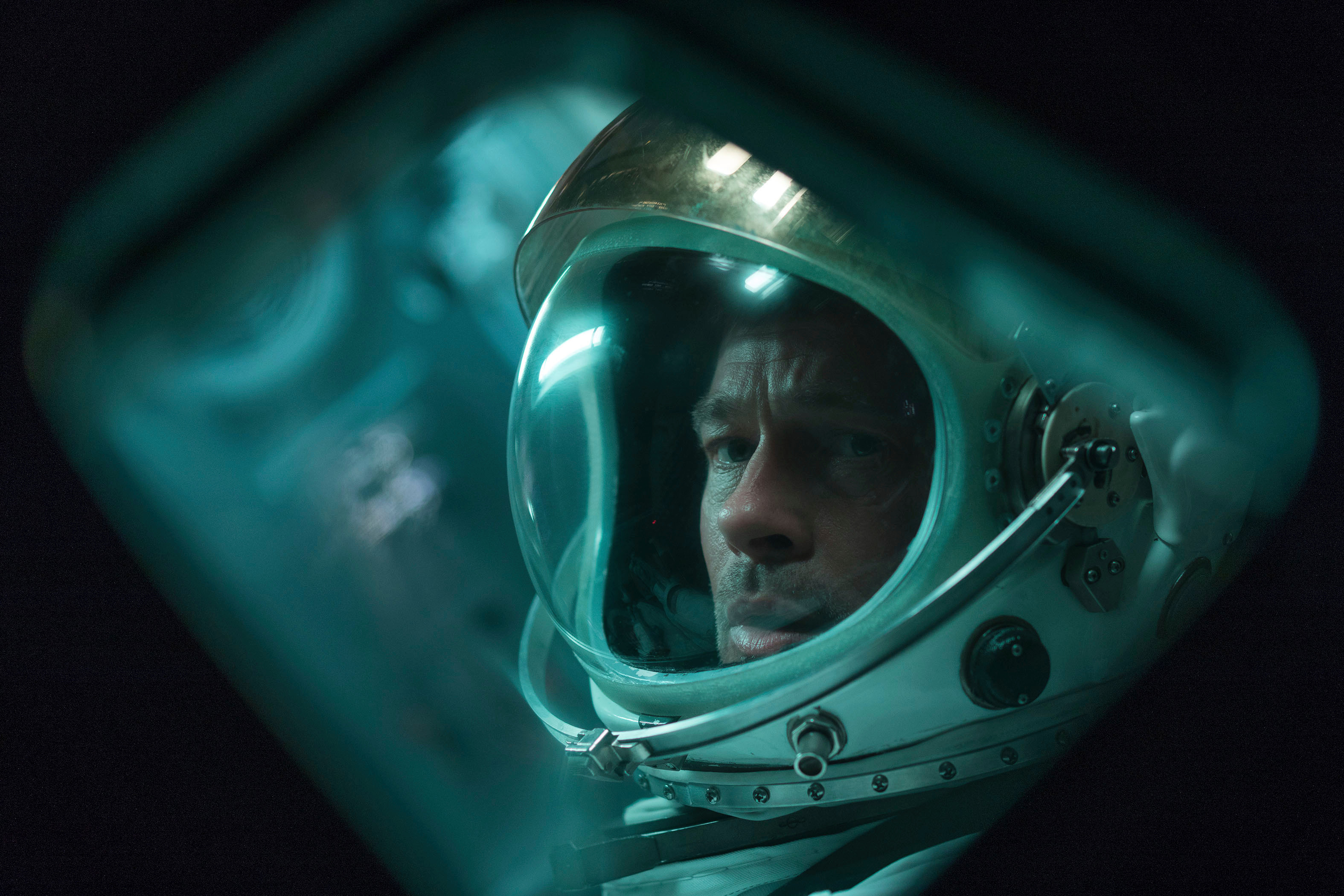 [Movie Review] Brad Pitt is so Alone in Ad Astra (2019), but it brings out the Realism in Space Travel - Alvinology