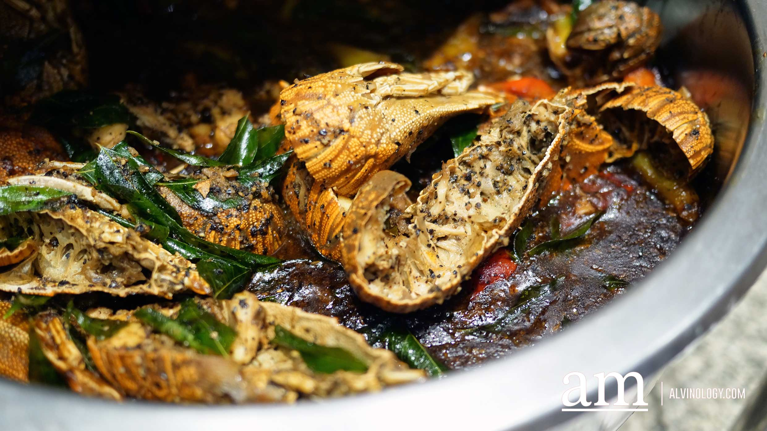 Stir-fried Black Pepper Crayfish