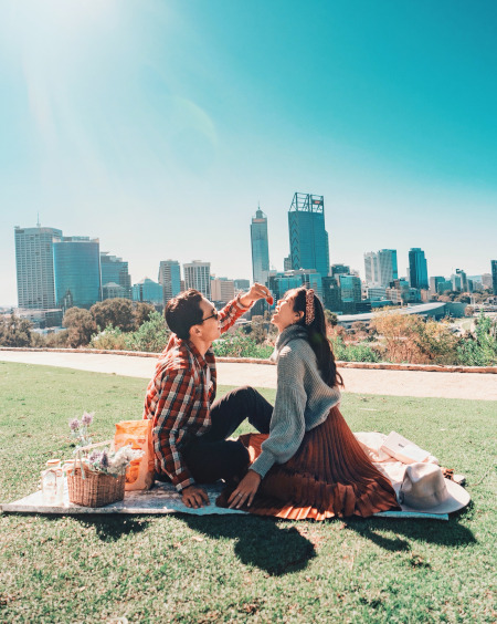 Prepare a picnic basket for your stroll in Kings Park and Botanic Gardens.