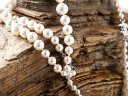 5 Ways to Check if Your Pearls are Real - Alvinology