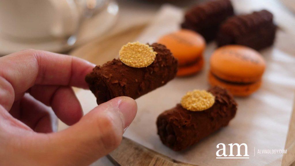 Sigari di cioccolato amaro, or bitter chocolate cigars