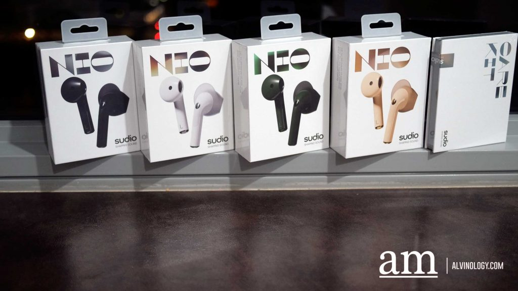 Sudio Nio is available in four colors : black, white, green, and sand