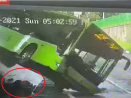 Bukit Batok bus accident video shows man falling out, almost crushed - Alvinology