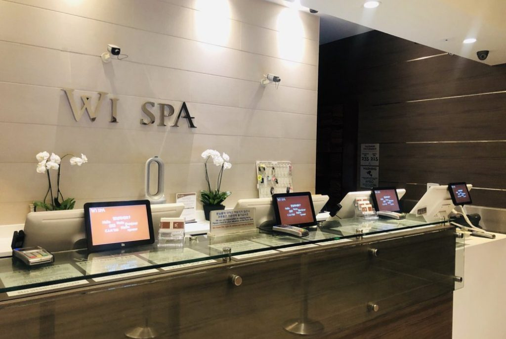 Singaporeans react to woman outraged at Naked Trans Woman allowed in Female area of spa - Alvinology